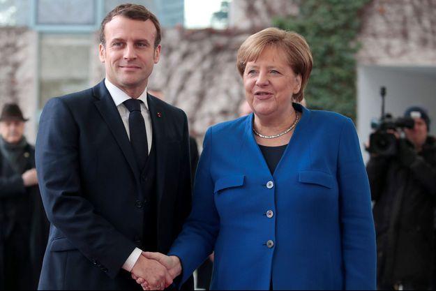 Emmanuel Macron et Angela Merkel lors d'un sommet sur la Libye, à Berlin, dimanche 19 janvier.