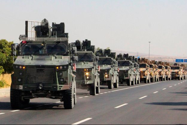 Une colonne de véhicule militaires turcs, mercredi, près de la frontière avec la Syrie.