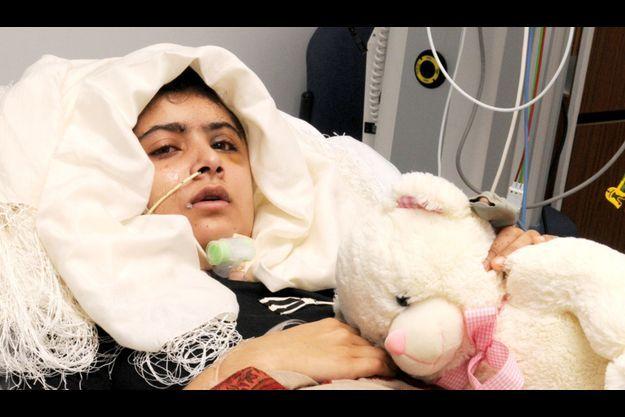 Les premières images de Malala, depuis son lit d'hôpital.