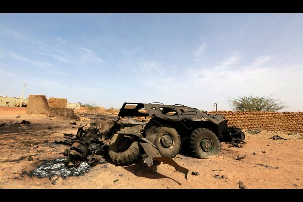 Un véhicule blindé a été détruit par des frappes aériennes, à Konna.