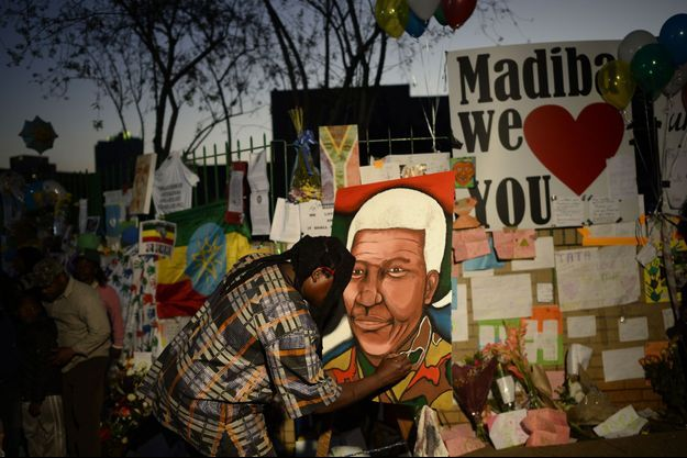 L'Afrique du Sud retient son souffle pour Mandela