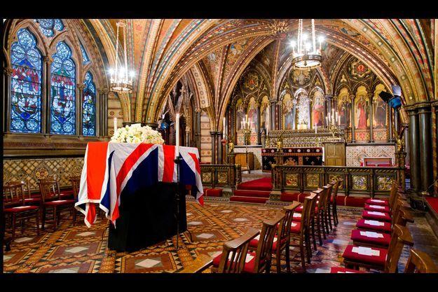 Le cercueil de Margaret Thatcher, dans de la chappelle de St Mary Undercroft, dans la palais de Westminster. Une cérémonie privée a été organisée mardi.