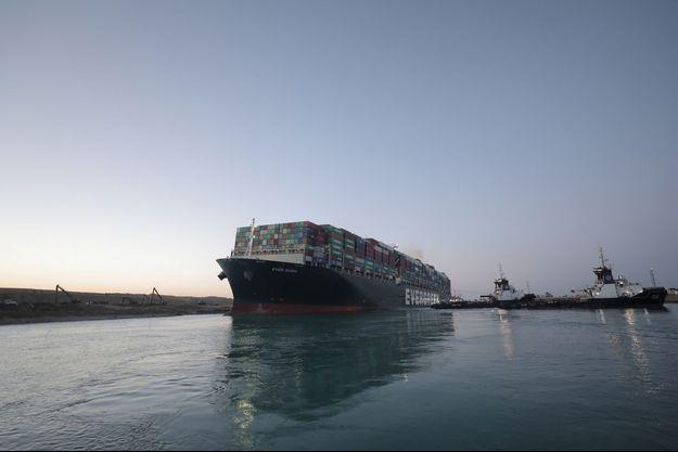 L'Ever Given sur le canal de Suez.