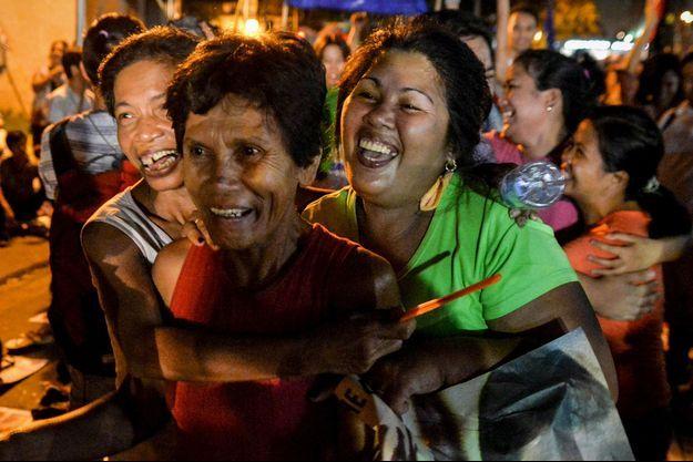 Les supporters de Mary Jane Veloso ont laissé exploser leur joie à l'annonce du sursis qu'elle a obtenu in extremis mardi.