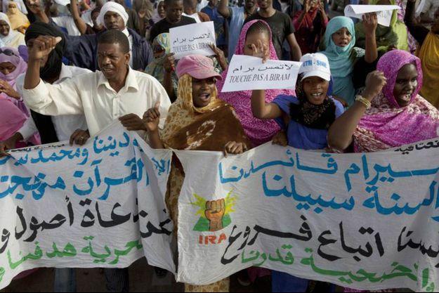 Manifestation des militants abolitionnistes pour la libération du leader Biram Dah Abeid (IRA), Nouakchott, 26 mai 2012.