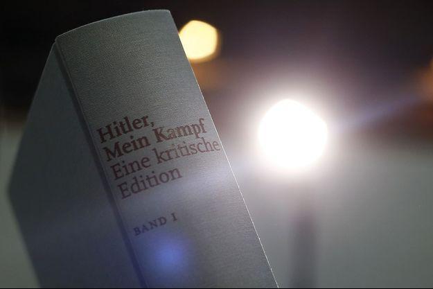 """""""Mein Kampf"""" a été réédité, avec des commentaires, en Allemagne cette année."""