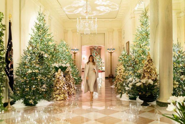 Le 2 décembre, dans une Maison-Blanche décorée sous sa direction. Sur son Instagram officiel, elle écrit : « Je suis ravie de partager avec vous cette magnifique démonstration de patriotisme et j'ai hâte que chacun profite de la beauté des fêtes de Noël. »