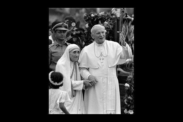 A son retour de Norvège, elle est reçue par Jean-Paul II qui lui offre pour ses pauvres unimmeuble de Rome, propriété du Vatican.