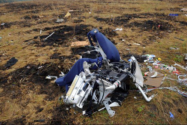 Des restes de l'avion Malaysia Airlines MH17, photographiés en 2014 après le crash.