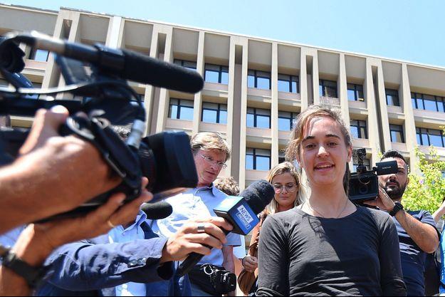 Carola Rackete devant le palais de justice d'Agrigente (Sicile).