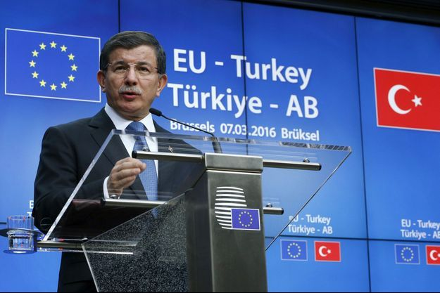Le Premier ministre turc Ahmet Davutoglu à Bruxelles le 7 mars 2016.