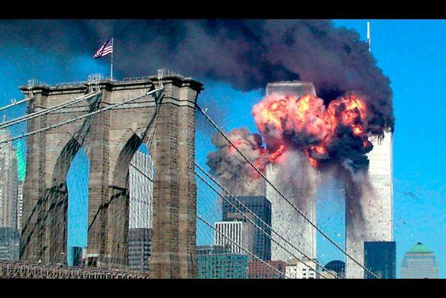 Un quart d'heure après l'attentat de la tour Nord, un deuxième Boeing détourné par les terroristes s'écrase dans la tour Sud.