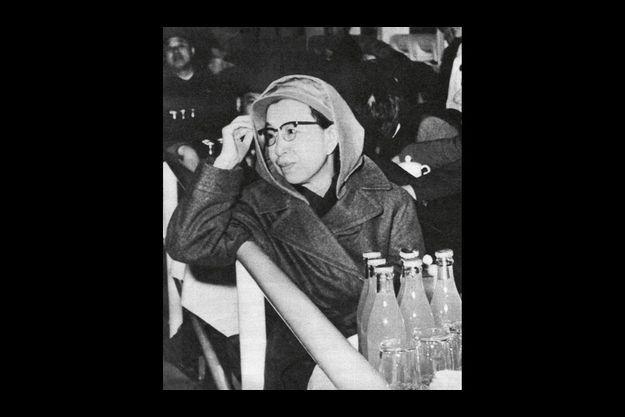 Elle avait épousé Mao dans une grotte, pendant la guerre. Jiang Qing avait pris le ravissant nom de Pomme bleue pour faire du cinéma et du théâtre : elle a été la Nora d'« Une maison de poupée » d'Ibsen