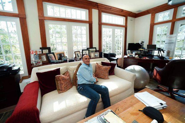 Chez lui, à Gladwyne (Pennsylvanie), le 8 févirer. Le Professeur est fan de course automobile.