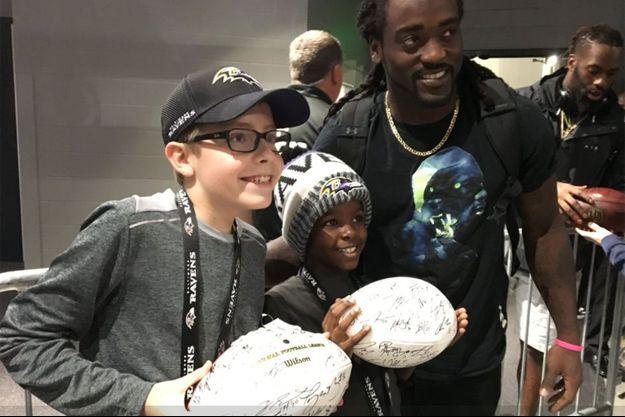 Carl, son petit frère Miles, et Alex Collins.
