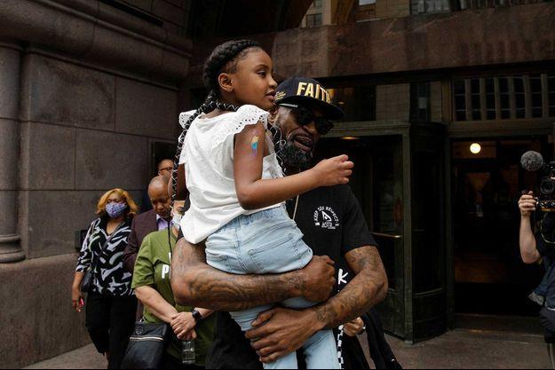 Gianna Floyd dans les bras de l'ancien joueur de basket Stephen Jackson
