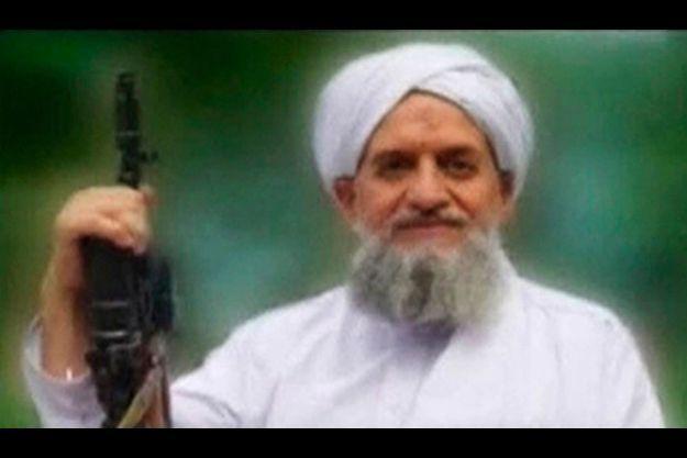 Le nouveau chef du réseau Al Qaida l'égyptien Ayman Al Zawahiri -qui apparait ici sur une vidéo diffusée le 12 septembre- a perdu l'un de ses bras droits au Pakistan il y a quelques jours.