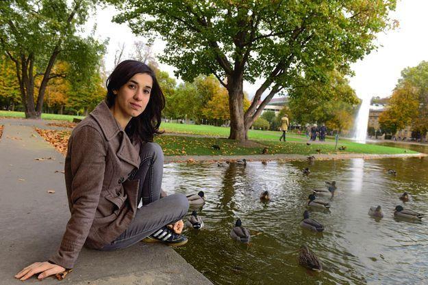 Nadia, 25 ans, à Stuttgart. Elle fait partie des 1100 femmes et enfants yézidis accueillis par le Bade-Wurtemberg.
