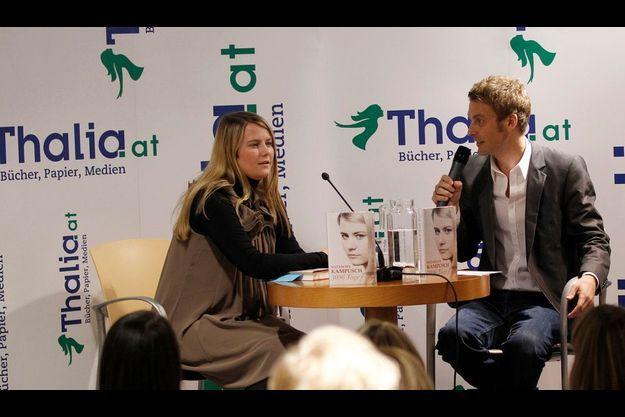Natascha Kampusch et Christoph Feurstein lors de la présentation du livre de la jeune femme, le 9 septembre à Vienne.