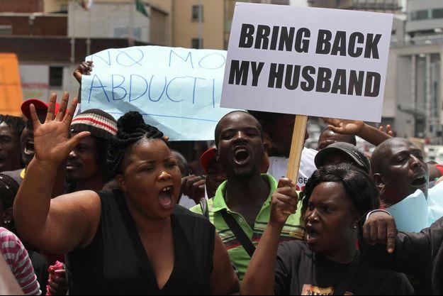 Sheffra Dzamara, la femme du dissident zimbabwéen Itai Dzamara, à une manifestation marquant le premier anniversaire de sa disparition.