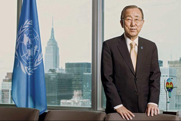 Ban Ki-Moon secrétaire général de l'Onu dans son bureau dominant New York, au siège des Nations unies, en juin 2015.