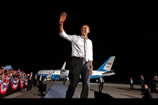 Jeudi 25 octobre, Burke Lakefront Airport près de Cleveland. Durant une heure, Obama harangue 12 000 personnes, puis s'envole dans son Boeing 757, Baby Air Force One.
