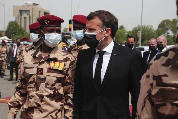 Le 23 avril, Ndjamena. Le président Macron au côté du général Mahamat Idriss Déby.
