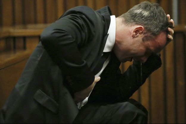 Oscar Pistorius devant le tribunal de Pretoria, lundi.