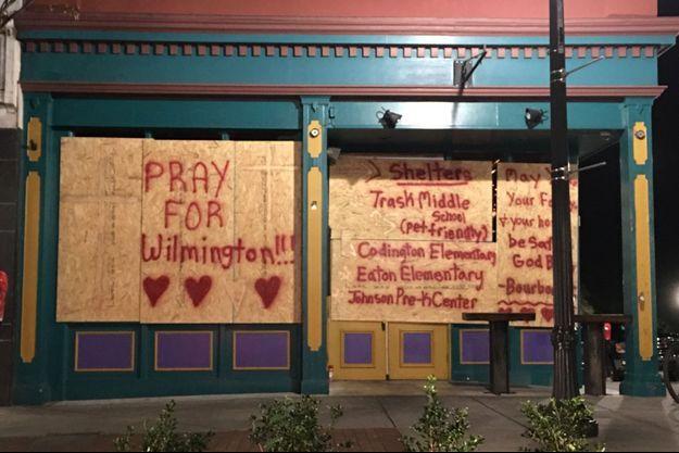 «Priez pour Wilmington», la grande ville la plus proche de la côte de Caroline du Nord, très exposée à l'ouragan Florence. Le centre-ville historique est désert : boutiques et restaurants se préparent au désastre.