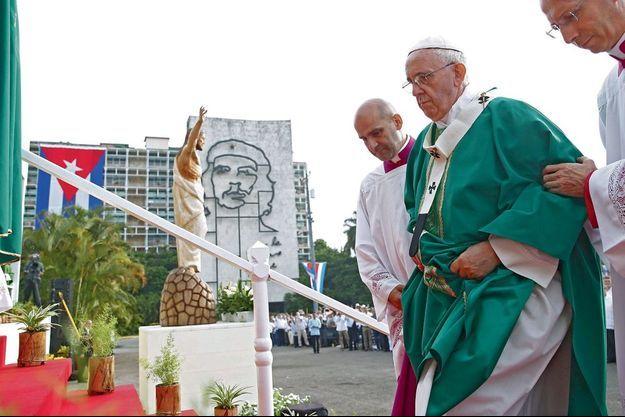 Dimanche 20 septembre, 9 heures, place de la Révolution à La Havane, le Pape va célébrer la messe devant 200 000 Cubains… et sous le regard d'Ernesto « Che » Guevar.