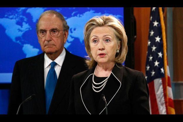 """Les pourparlers de paix peuvent aboutir """"d'ici un an"""", selon Hillary Clinton."""