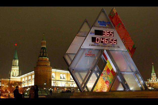 A un an des JO de Sotchi, une horloge faisant le compte à rebours a été inaugurée jeudi sur la place du Manège, près du Kremlin .
