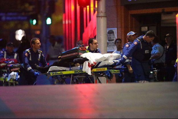 La police a finalement lancé l'assaut et tué le preneur d'otages.
