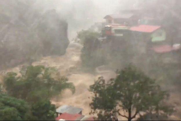Baguio City est complètement inondée après le passage du super typhon Mangkhut.