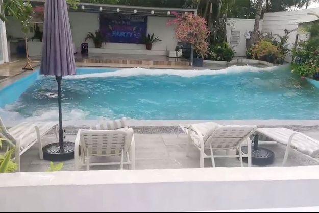 La piscine d'un hôtel photographiée lors du séisme aux Philippines.