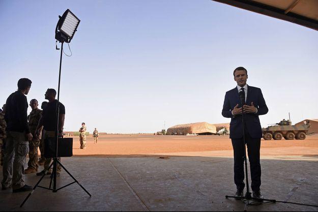 Le 19 mai 2017 à Gao, Emmanuel Macron s'adresse à la presse