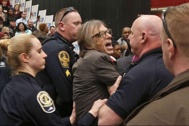 Christopher Morris aux prises avec les agents du Secret Service