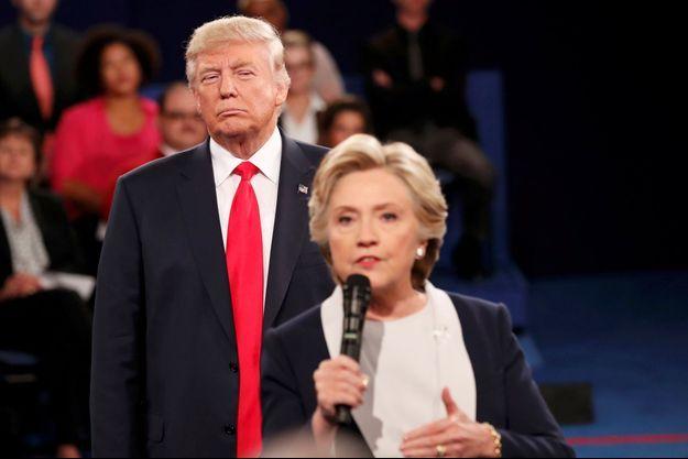 Donald Trump et Hillary Clinton lors du deuxième débat présidentiel, le 9 octobre 2016.