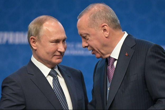 Le président russe Vladimir Poutine et son homologue turc Recep Erdogan, lors de la cérémonie pour l'inauguration du Turkish Stream à Istanbul le 8 janvier 2020