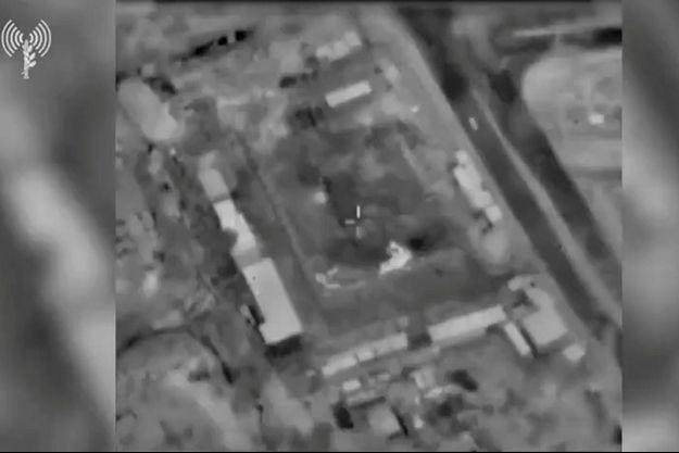 L'image d'un bâtiment de Gaza vue depuis un avion de guerre avant une frappe aérienne.