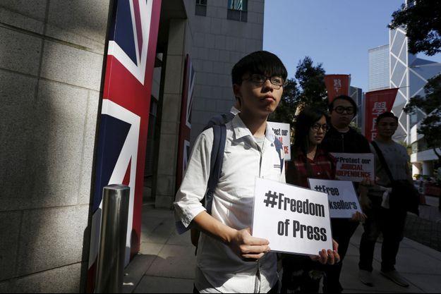 Le 10 avril dernier, Joshua Wong manifestait en faveur de la libération des cinq libraires disparus à Hong Kong.