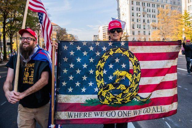 Des militants QAnon manifestent en faveur de Trump, à Washington, le 14 novembre.