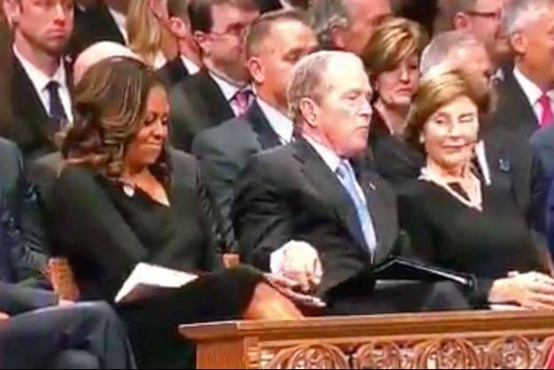 Michelle Obama et George W. Bush lors des funérailles de John McCain.
