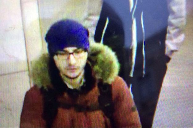 Le kamikaze présumé sur une image de vidéo surveillance.