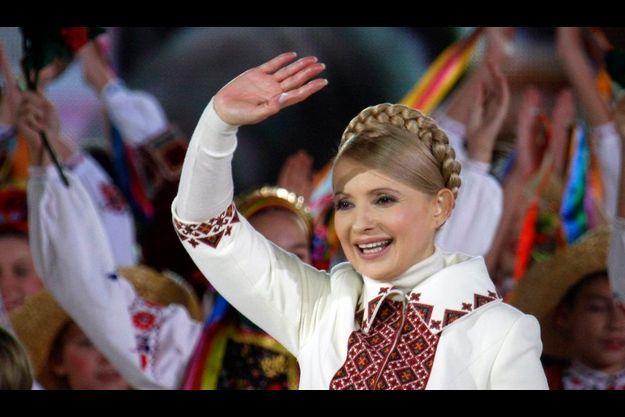 Arrivée en deuxième position au soir du premier tour des éléctions présidentielles, Ioulia Tymochenko pourrait devenir la nouvelle présidente du pays.