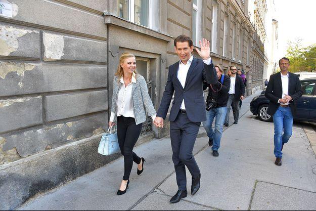 Sebastian Kurz et sa compagne Susanne Thier à Vienne, en Autriche, dimanche.
