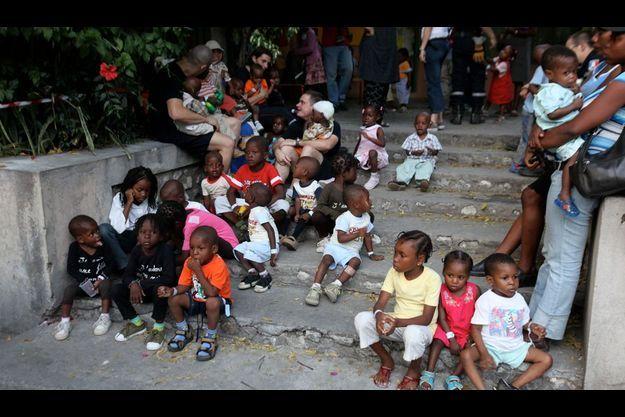 Rassemblement d'enfants en attente d'adoption