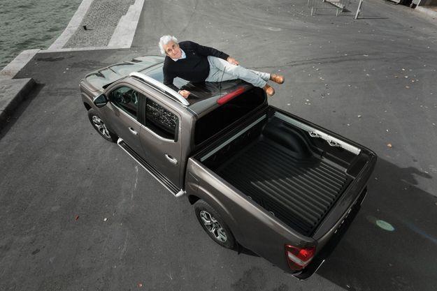 Michel Boujenah découvre le Renault Alaskan 2.3 dCi