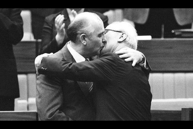 Gorbatchev-Honecker : le baiser de la mort.
