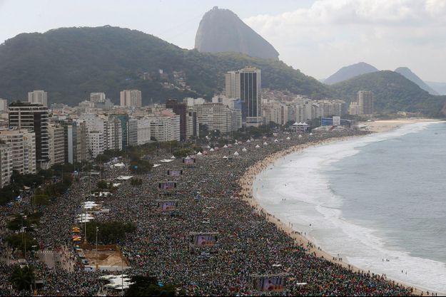 Dimanche 28 juillet, à Rio, la messe de clôture des 28es JMJ réunit quelque 3 millions de fidèles.